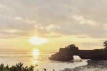 先日のタナロットの夕陽です雲が多く心配でしたがしっかりと撮影できたとお客様よりお送りいただきました #おもてなしバリで検索  #バリ島ガイド  #バリ #バリ島プライペートツアーガイド