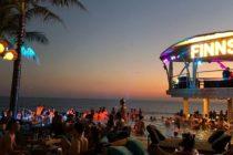 大人気の『Finns BeachClub』良いお席とサンセット時はほぼ満席になります早めの時間帯または遅めスタートがオススメです19時からアルコールは1ドリンク頼むと1ドリンクがフリーになりますよ😬#バリ #バリ島 #finnsbeachclub #ビーチクラブ